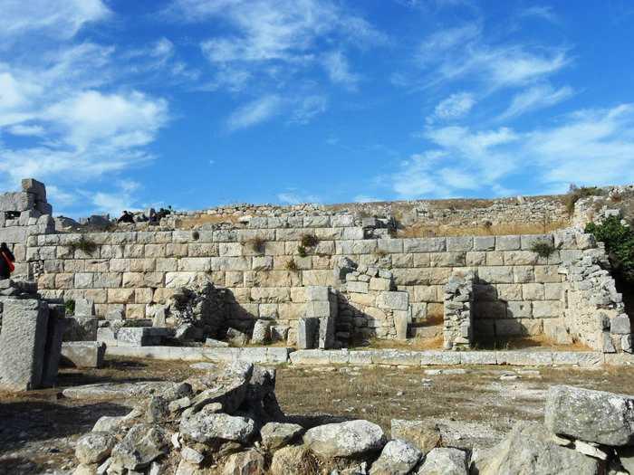 Πύργος-αρχαία Θήρα